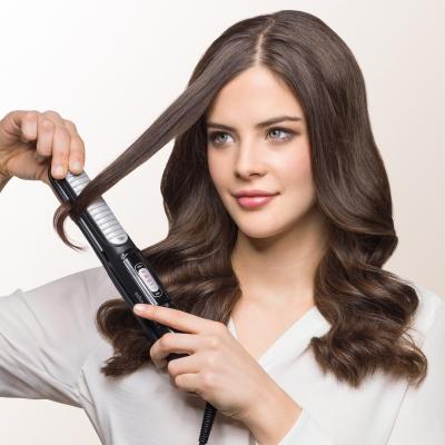 4-Braun-Satin-Hair-5-ST550-Multistyler-in-use.jpg