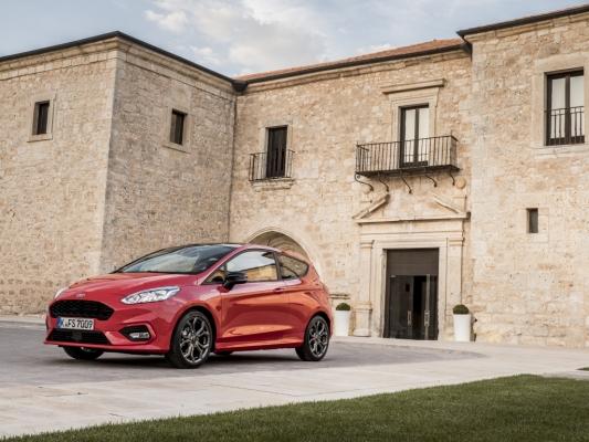 2017_Ford_Fiesta_ST-Line_Race_Red_033.jpg